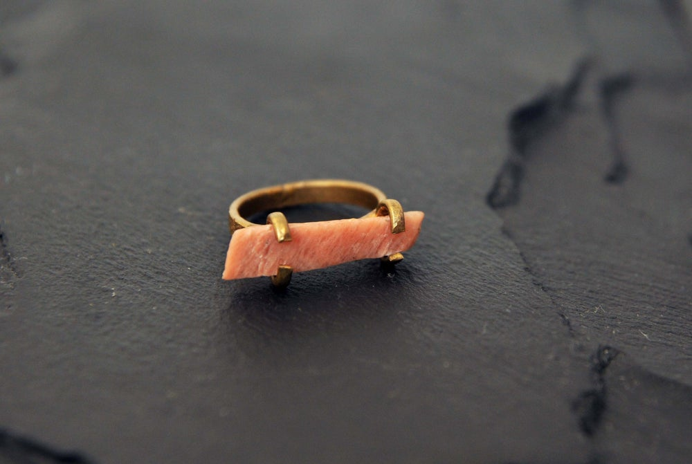 Image of Horisontal ring with fältspat