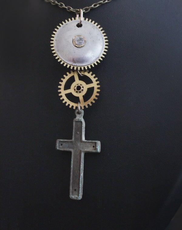 Image of Pendentif engrenages et croix
