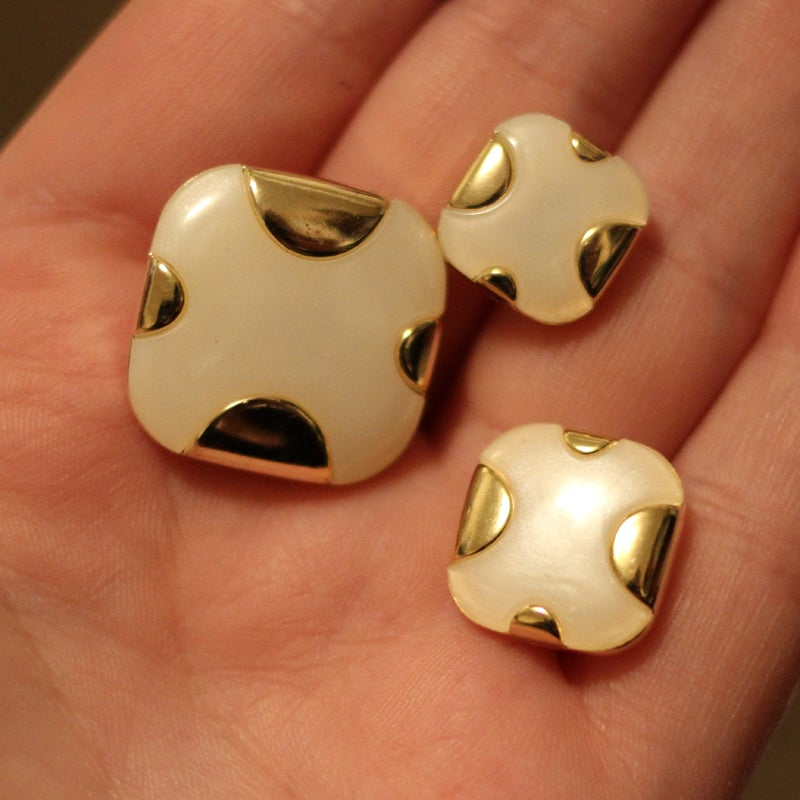 Image of Gold & Pearl Square Plugs (sizes 2g-3/4)