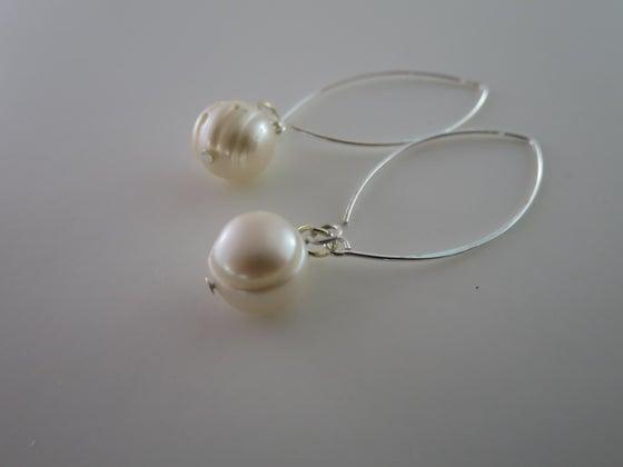 Image of E015 - Pearl earrings