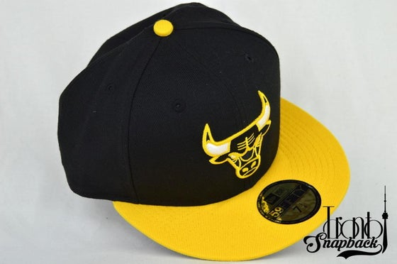 "Image of CHICAGO BULLS CUSTOM AIR JORDAN 14 RETRO ""THUNDER"" NEW ERA FITTED CAP"