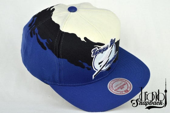 Image of TAMPA BAY LIGHTENINGS CREAM/BLACK/BLUE MITCHELL & NESS SPLASH SNAPBACK CAP