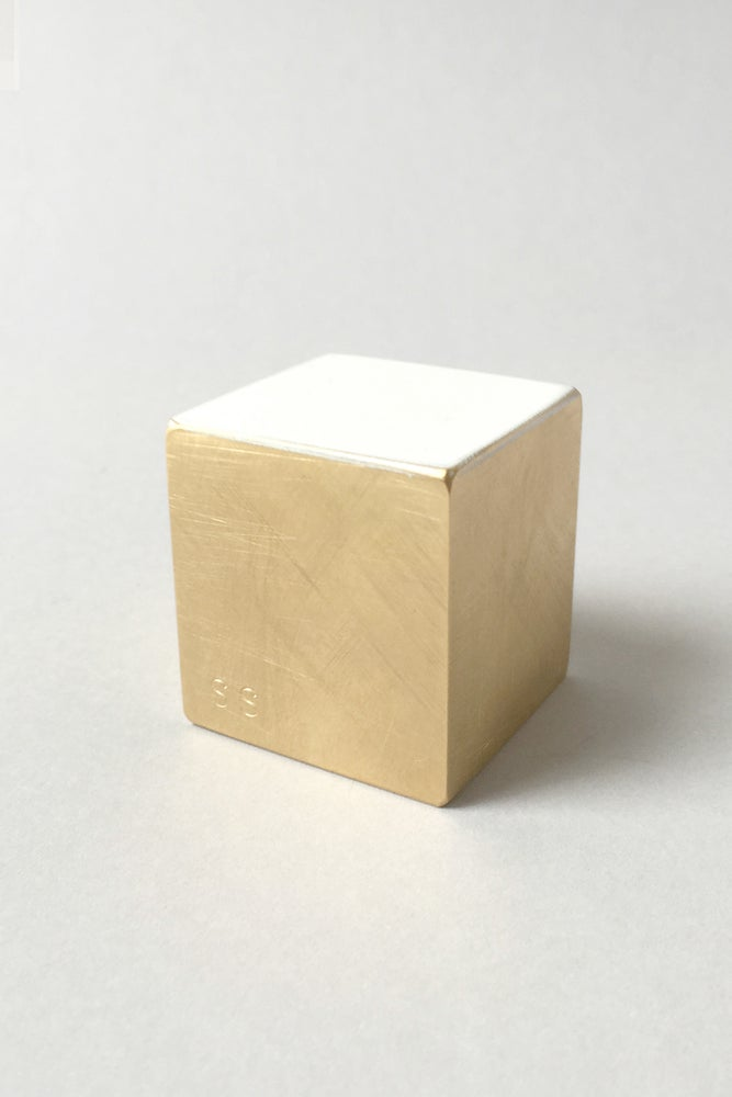 Image of Float paperweight - Square :: LAST ONE ::