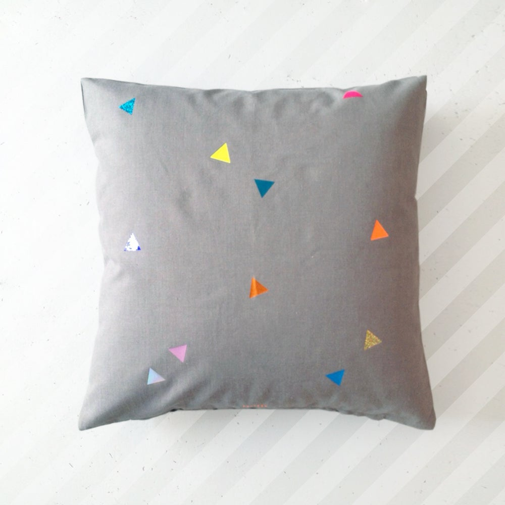 Image of pom pillow Triangles