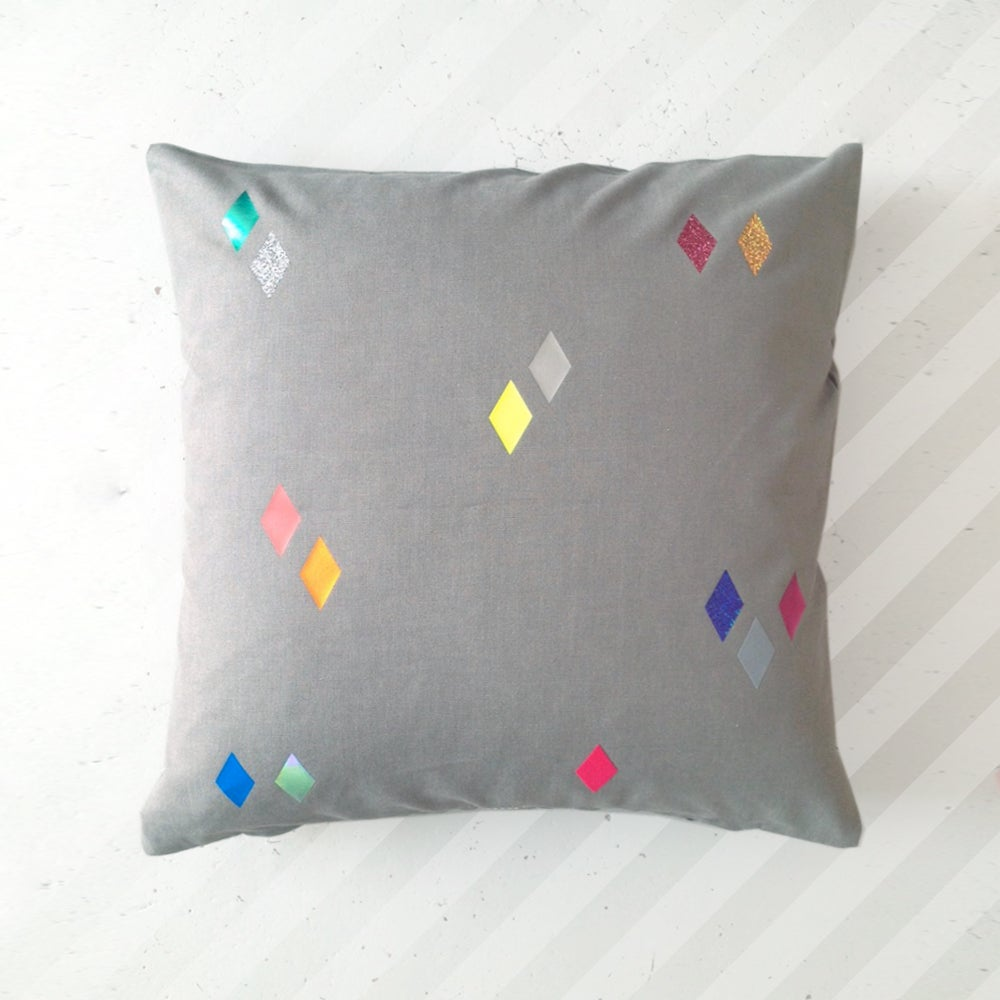Image of pom pillow Diamonds