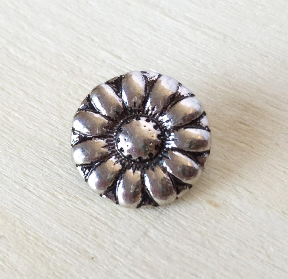 Image of Botón Pequeño 12mm Flor