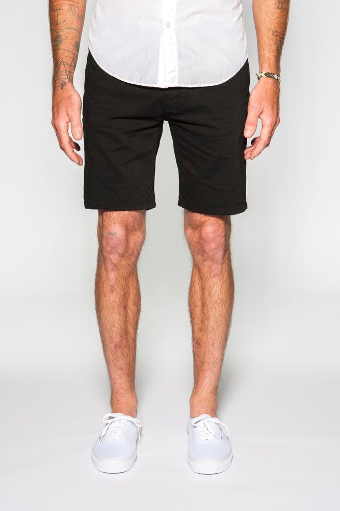 "Image of Garment-dyed Italian twill in black 8"" slim short"