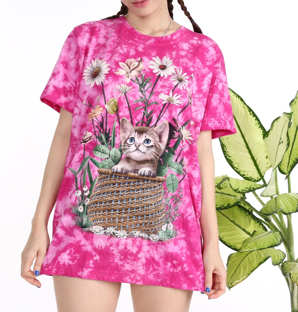 Image of kitty In the Basket Tee in Pink Tie Dyed