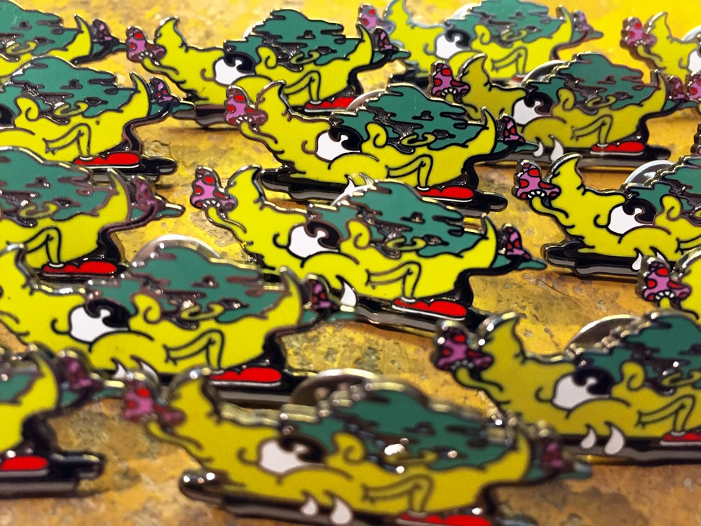 Image of KENO X SYDNEY PINNERZ — FUNKY YELLOW MOON THROW-UP PIN