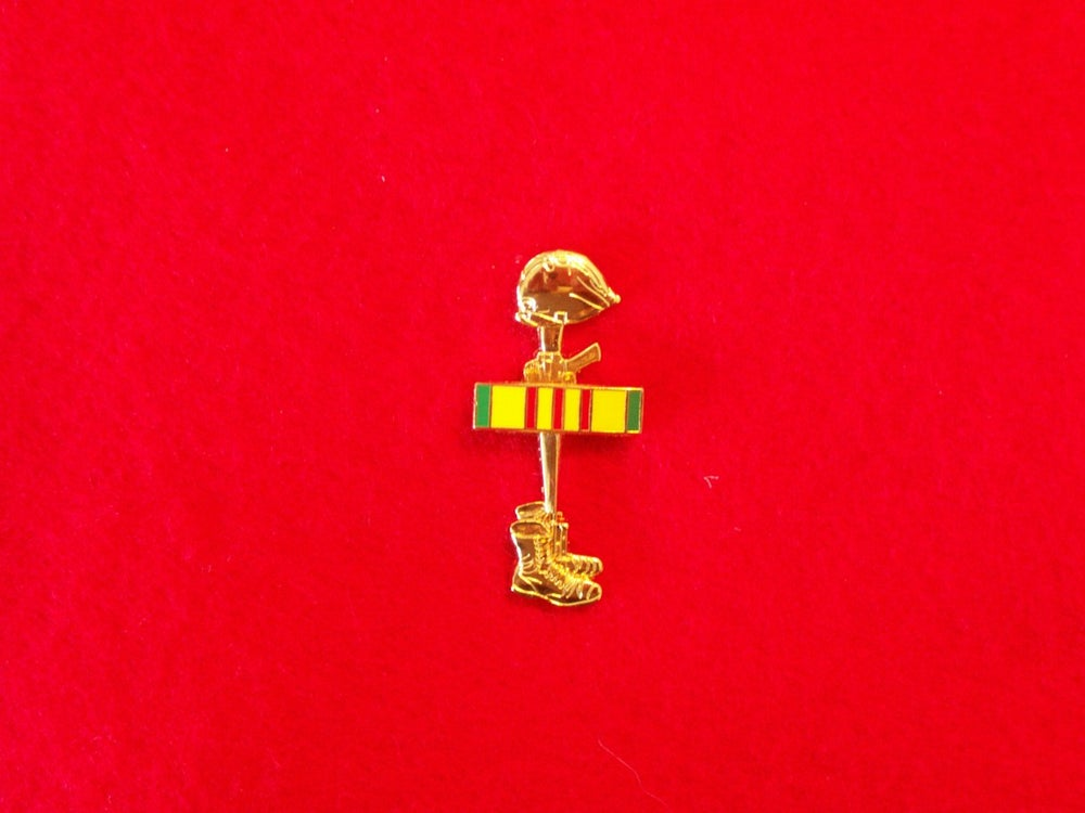 Image of BATTLRFIELD CROSS PIN/VIETNAM SERVICE RIBBON