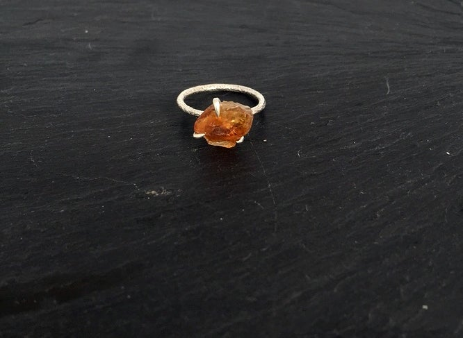 Image of Clawring ruff in 925 silver with a citrine