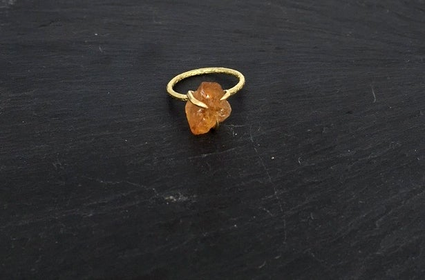Image of Clawring ruff in brass with a citrine