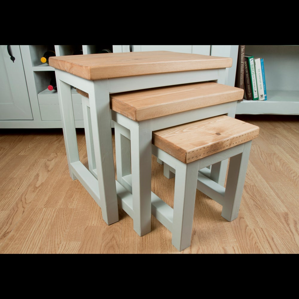 Image of Nest of three tables