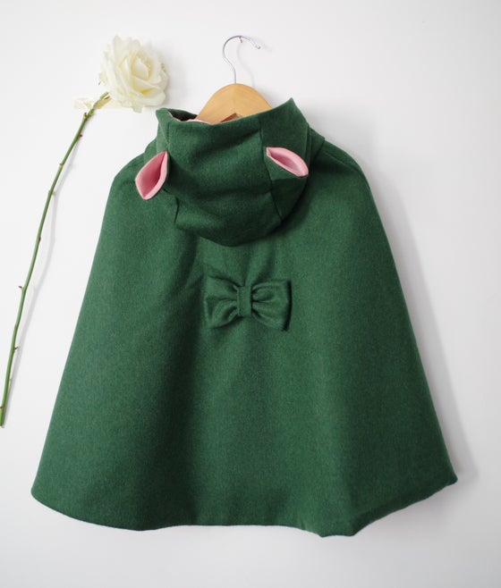 Image of ▲▼ Cape MILA ▼▲ coloris vert sapin avec oreilles
