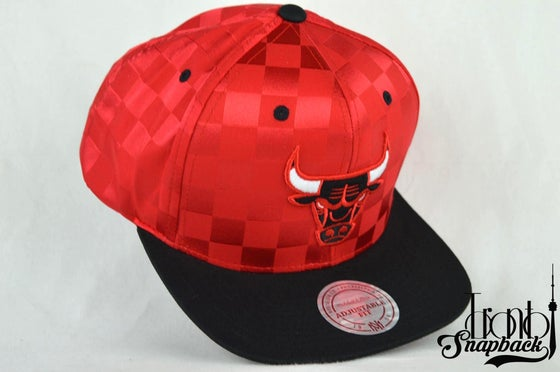 Image of CHICAGO BULLS MITCHELL & NESS NBA UPFIELD SNAPBACK HAT