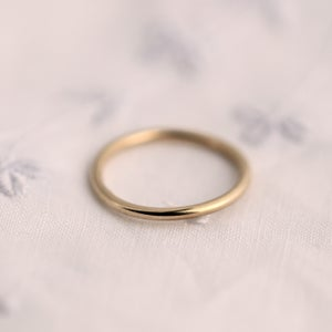 Image of GOLD RING round profile in 9CT