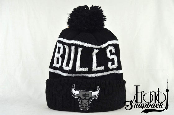 Image of CHICAGO BULLS BLACK & WHITE NBA MITCHELL & NESS WINTER BEANIE