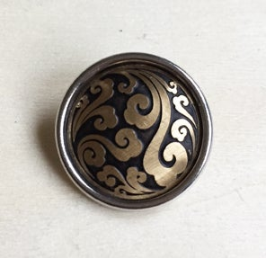 Image of Botón Metal Negro-Dorado