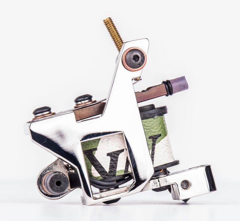 Image of chrome guy liner