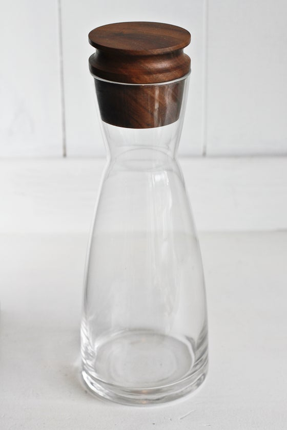 Image of Carafe with walnut stop