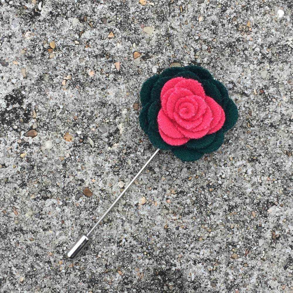 Image of Pink Ivy Felt Lapel Pin