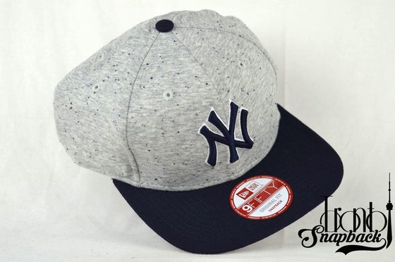 Image of NEW YORK YANKEES HEATHER SPEC 9500F NEW ERA MLB SNAPBACK