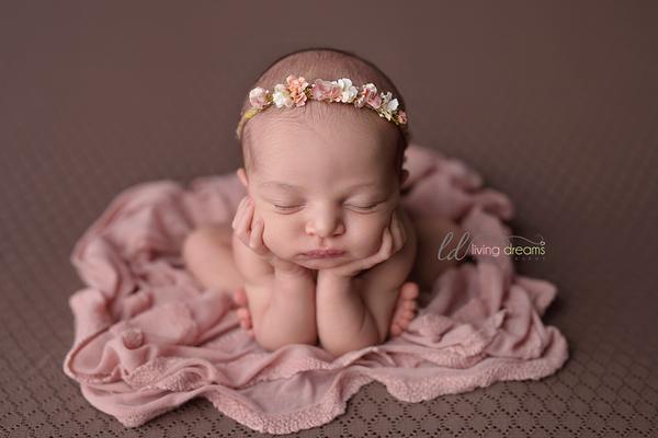 Image of Pink knit ruffle wrap
