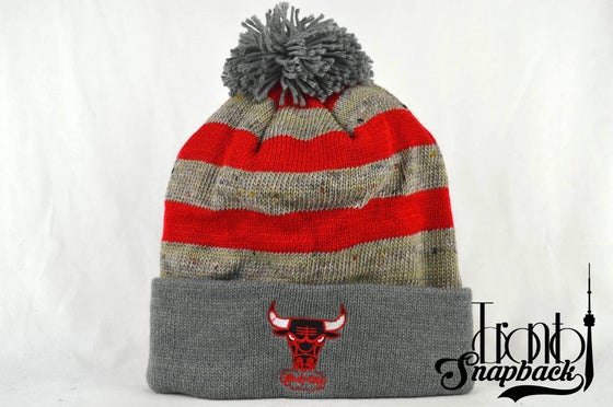 Image of CHICAGO BULLS STRIPE LOGO NBA MITCHELL & NESS BEANIE