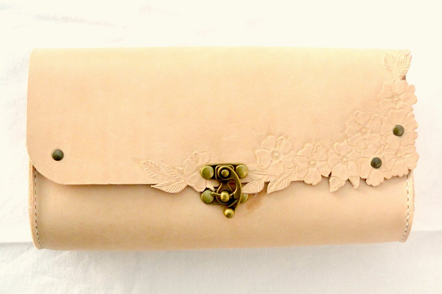 Image of Blossom clutch I - natur - CUSTOM ORDER