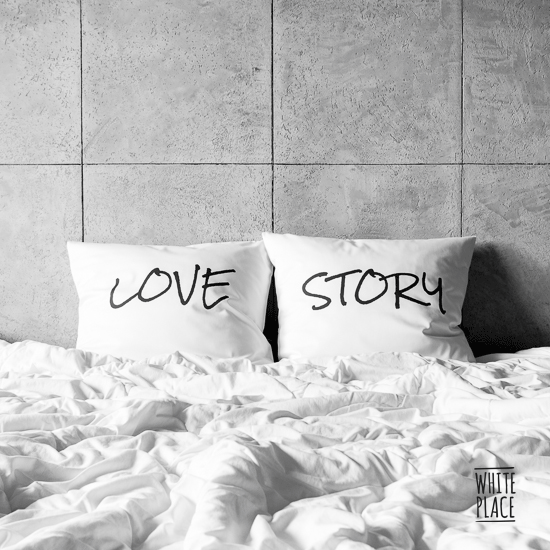 Zdjęcie przedstawia love / story