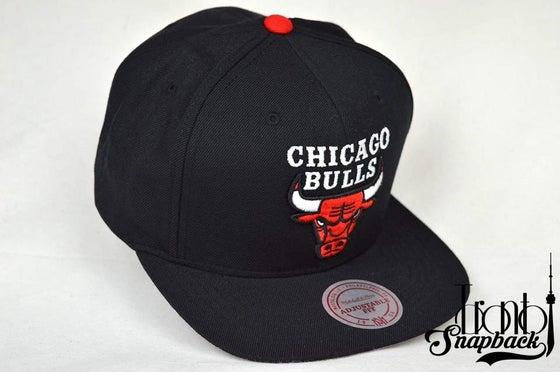 Image of CHICAGO BULLS NBA BLACK RETRO MITCHELL & NESS SNAPBACK