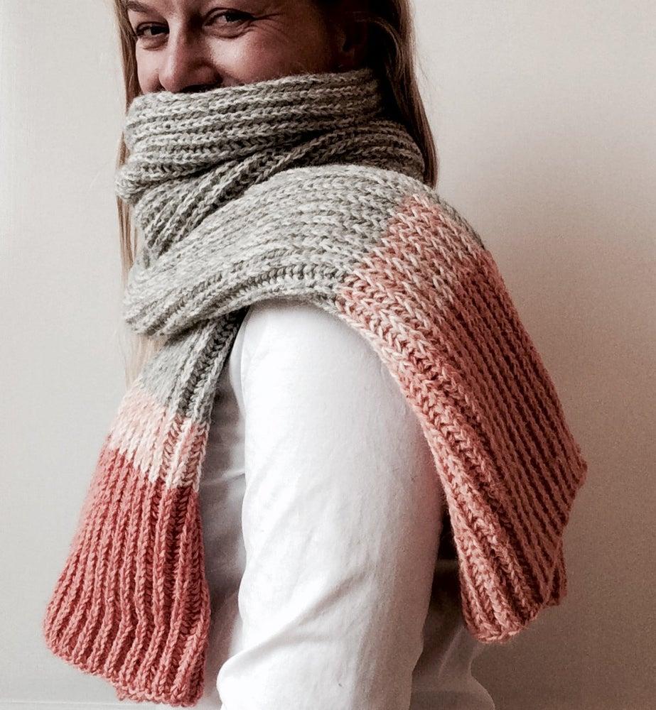 Image of Patentstrikket halstørklæde
