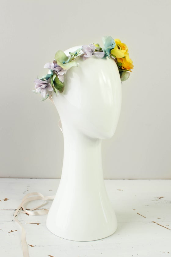 Image of Ranunculus & hydrangea crown.