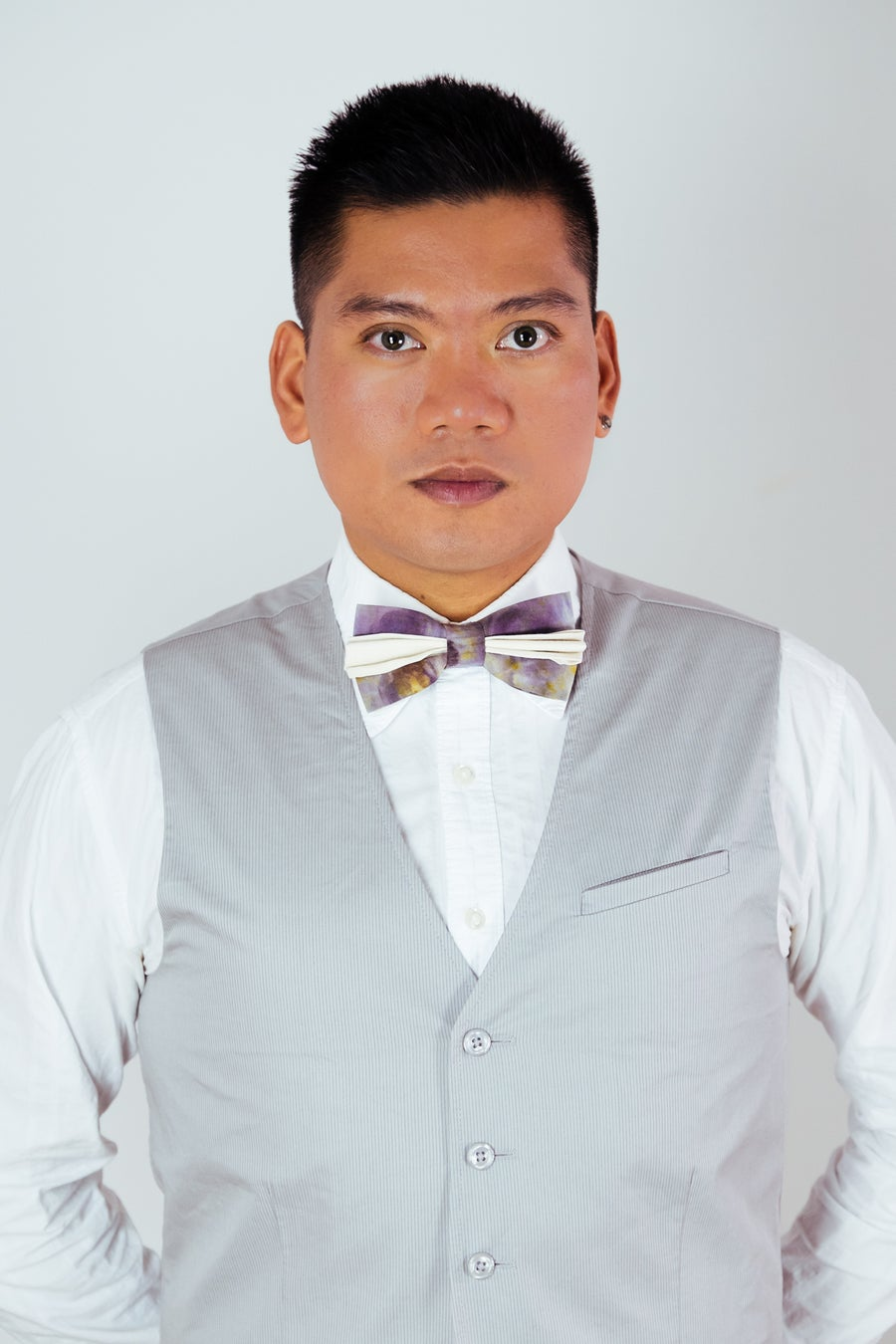 Image of Men's Silk Bow Tie / Artistic White Accent