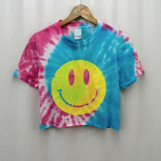 Image of Spiral acid house smiley tie dye crop top - blue/pink