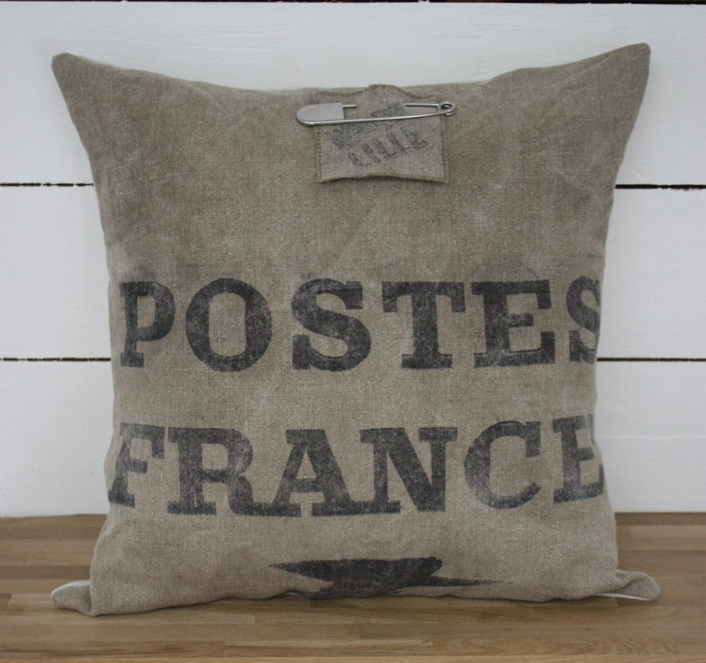 Image of Grand coussin toile postale et chanvre.