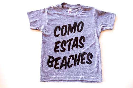 Image of COMO ESTAS BEACHES (GREY TEE)