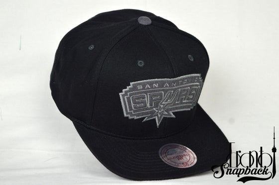 Image of SAN ANTONIO SPURS GREY TONAL LOGO MITCHELL & NESS SNAPBACK