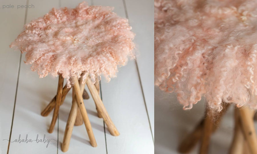Image of Round Curly Felted Blanket - LIGHT PEACH