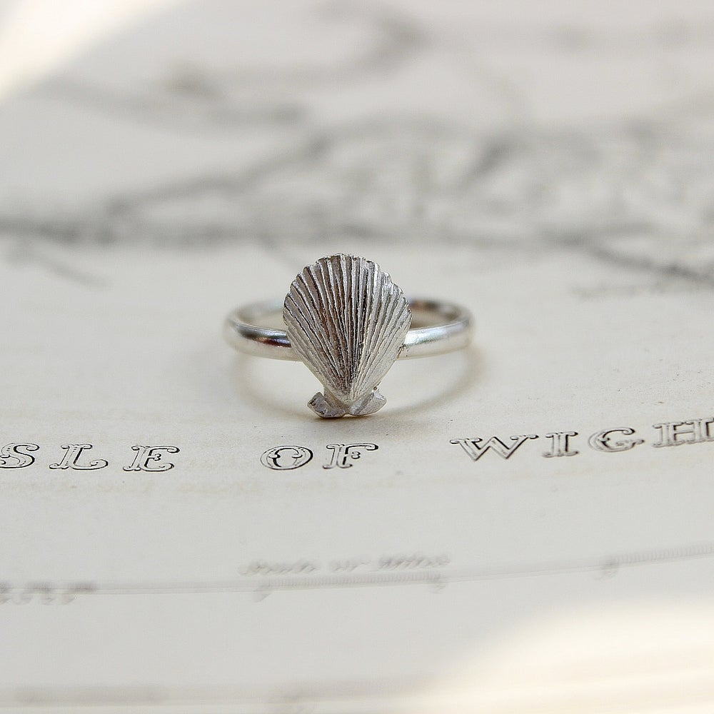 Image of *NEW* scallop shell ring