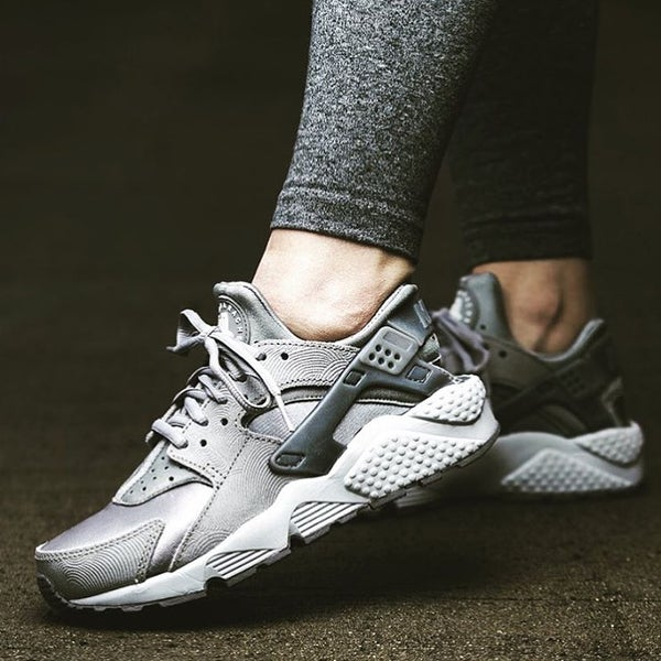 Image of NIKE HUARACHE PREMIUM METALLIC GREY