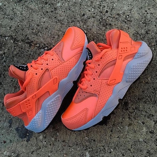 Image of NIKE HUARACHES ATOMIC PINK