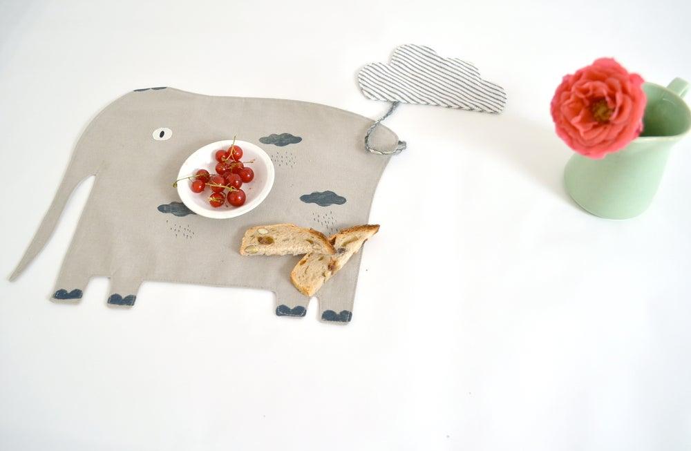 Image of mon gourmand éléphant / cloud