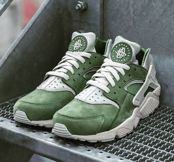 Image of NIKE HUARACHES MILITARY GREEN | MEN