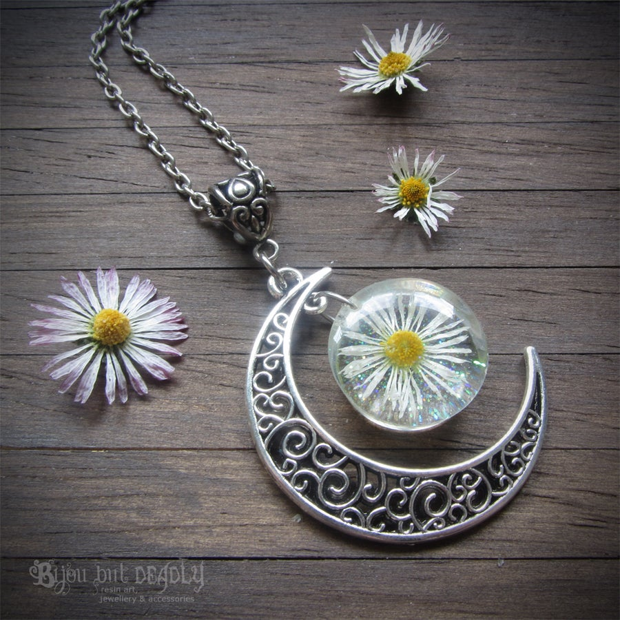 Image of Daisy Moon Necklace