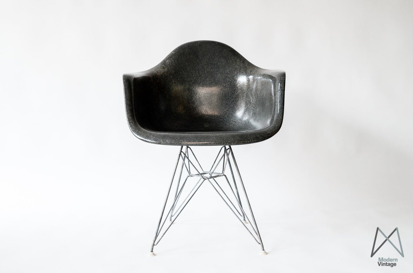 Eames dar elegant eames dar dining armchair pc seat with for Eames sessel replica