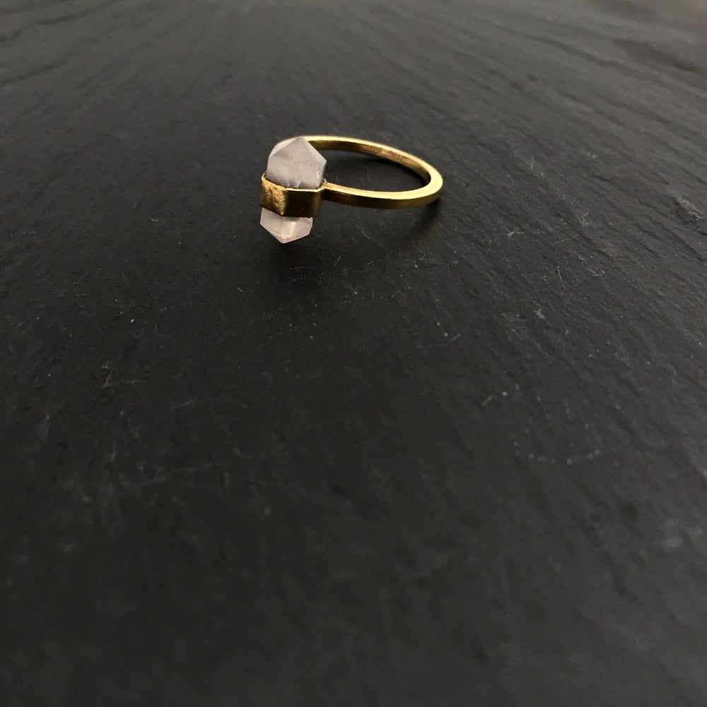Image of Small bandring with Rosequartz in brass