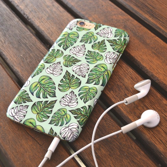 Image of Leaf Pattern case in Mint