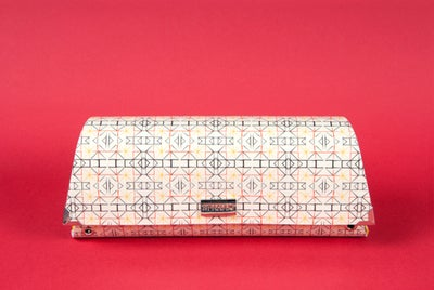 Image of Monanco / Asymmetrical clutch