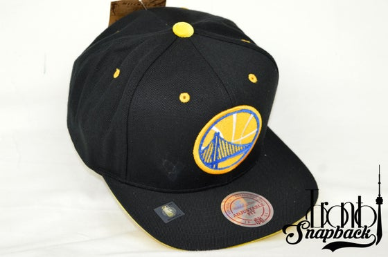 Image of GOLDEN STATE WARRIORS SOLID VELOUR LOGO MITCHELL & NESS SNAPBACK